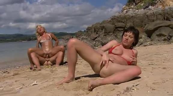 sex Hot having bikini babes