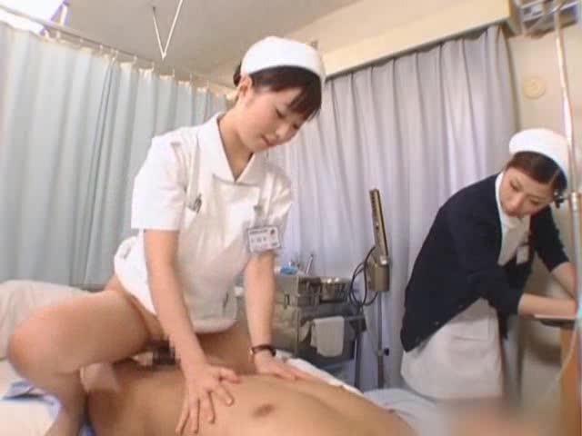 огромные сиськи порно японка пришла навестить мужа в госпиталь ее совратил сосед по койке был