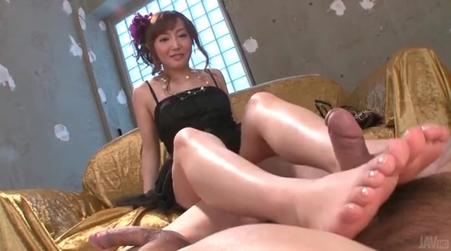 Japanese or chinese woman give footjobs