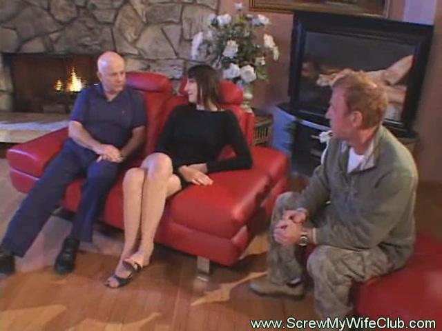 отдал свою жену до оргазма при муже видео - 12