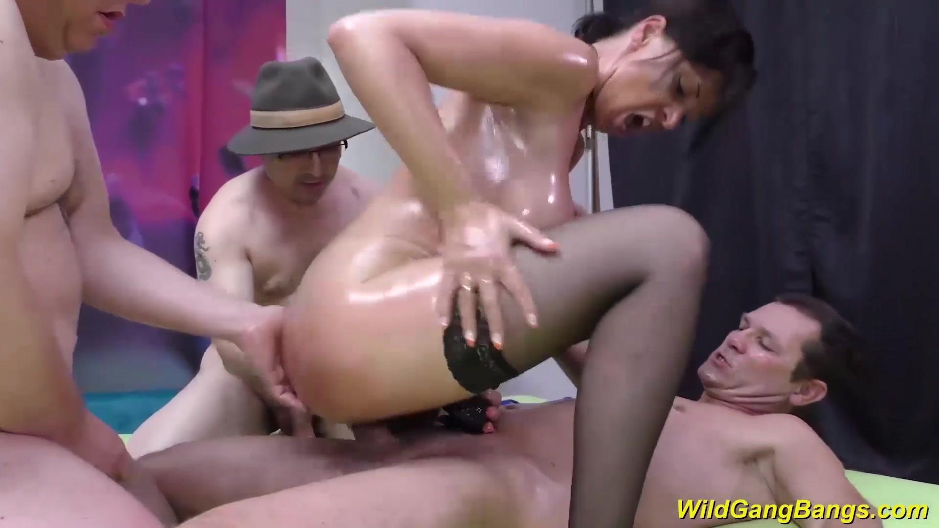 boob clips German