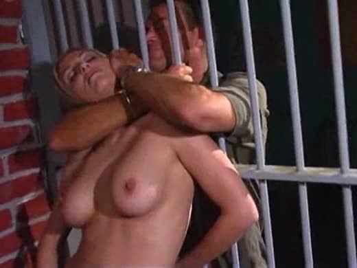 порно секс в женской тюрьме бутылкой